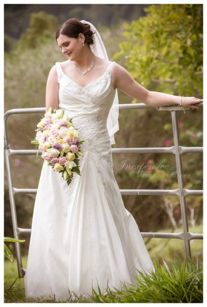 country wedding beautiful bride inexpensive wedding photography wedding photographers brisbane